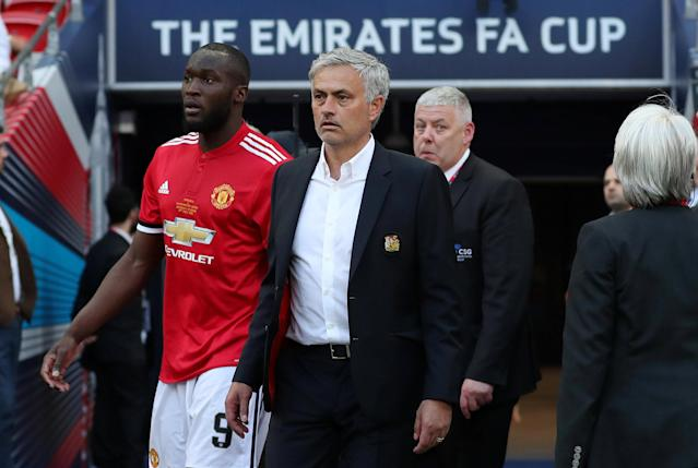 Soccer Football - FA Cup Final - Chelsea vs Manchester United - Wembley Stadium, London, Britain - May 19, 2018 Manchester United manager Jose Mourinho and Romelu Lukaku look dejected at the end of the match Action Images via Reuters/Lee Smith