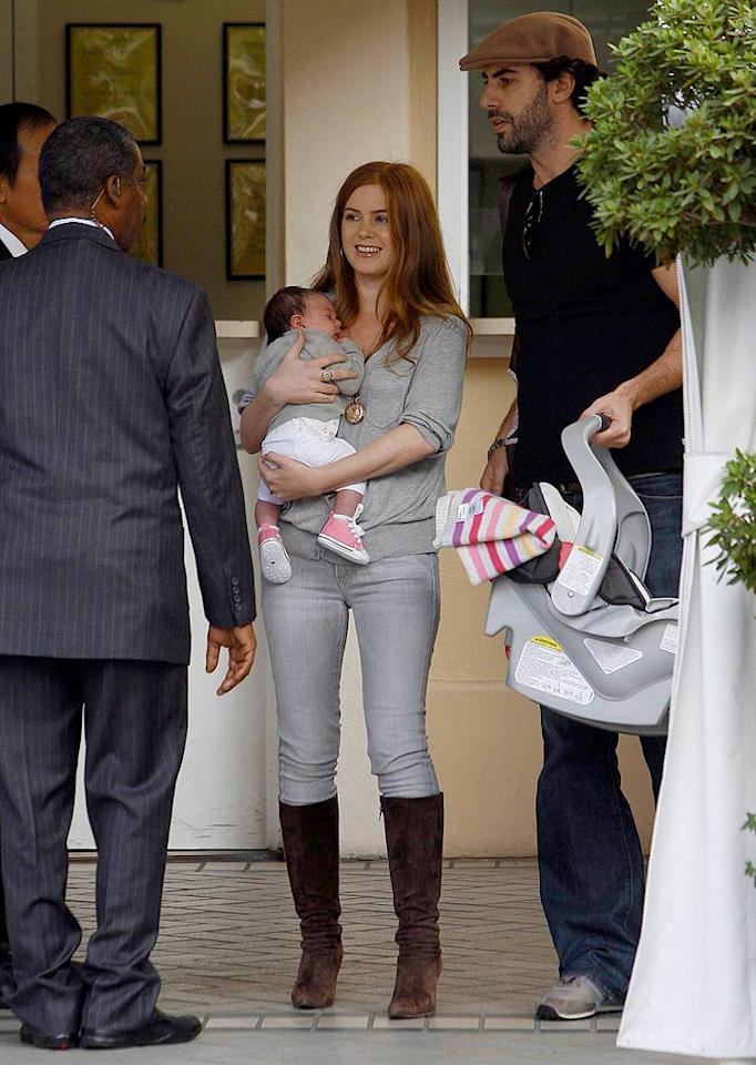 """Can you believe Isla gave birth just four weeks ago? The actress must be on the Heidi Klum post-pregnancy fitness regimen! MWD/<a href=""""http://www.x17online.com"""" target=""""new"""">X17 Online</a> - November 22, 2007"""