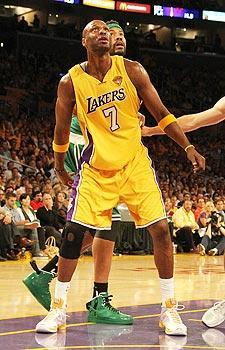 Lamar Odom rebounded from a tough first two games to help the Lakers take a 2-1 lead