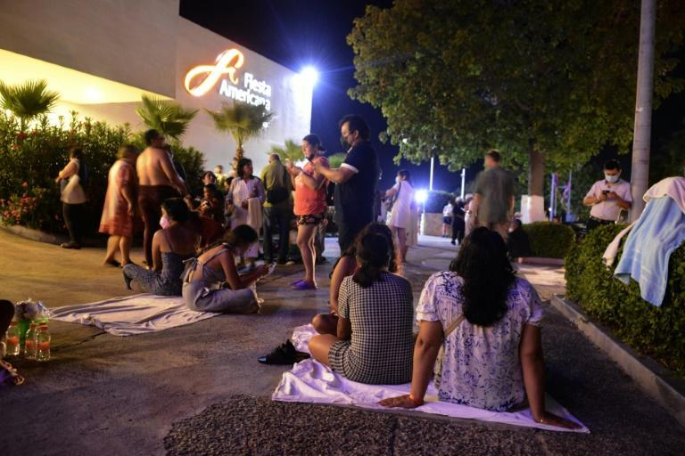 People wait outside a hotel in the Mexican city of Acapulco after a 7.1-magnitude earthquake (AFP/FRANCISCO ROBLES)