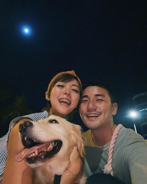 Inez and Tony celebrated the mid autumn festival outdoors with their pet, Molly
