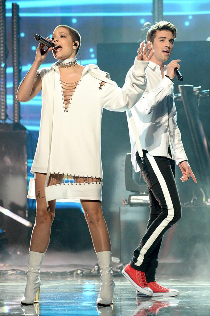 Drew Taggart (R), of the Chainsmokers, and Halsey perform onstage at the 2016 American Music Awards at Microsoft Theater on November 20, 2016 in Los Angeles, California. (Photo by Kevin Mazur/AMA2016/WireImage)