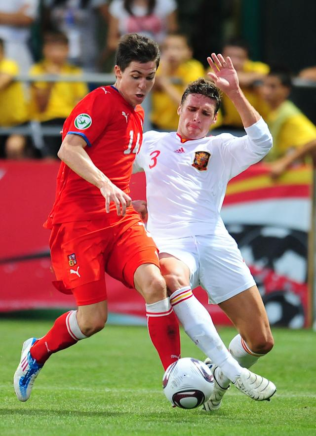 Spain's Sergi Gomez (R) vies with Czech Republic's Tomas Prikryl (L) during their UEFA European Under-19 Championship 2010/2011 final football match in Chiajna village, next to Bucharest, on August 1, 2011. AFP PHOTO/DANIEL MIHAILESCU (Photo credit should read DANIEL MIHAILESCU/AFP/Getty Images)