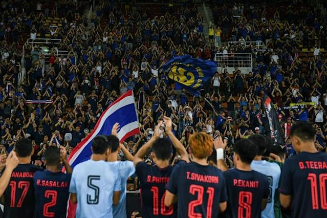 Thailand's players celebrate their 2-1 win over the United Arab Emirates (AFP Photo/CHALINEE THIRASUPA)