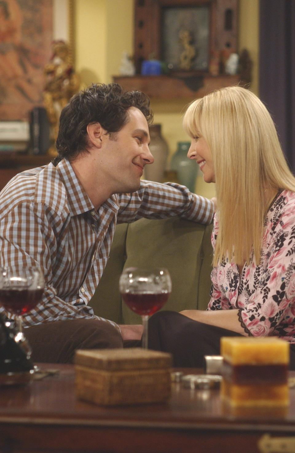 Paul Rudd and Lisa Kudrow on the set of Friends (Photo: NBC via Getty Images)