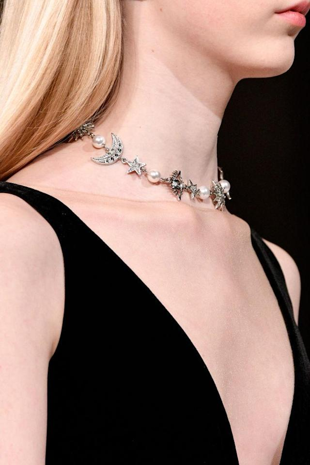 <p>Celestial choker necklace at the Oscar de la Renta FW18 show. (Photo: Getty) </p>