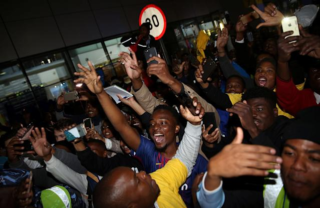 Suppoters cheer as they welcome Barcelona's soccer team during their arrival for the Nelson Mandela Centenary Challenge against South Africa's Mamelodi Sundowns at the FNB Stadium, in Johannesburg, South Africa, May 16, 2018. REUTERS/Siphiwe Sibeko