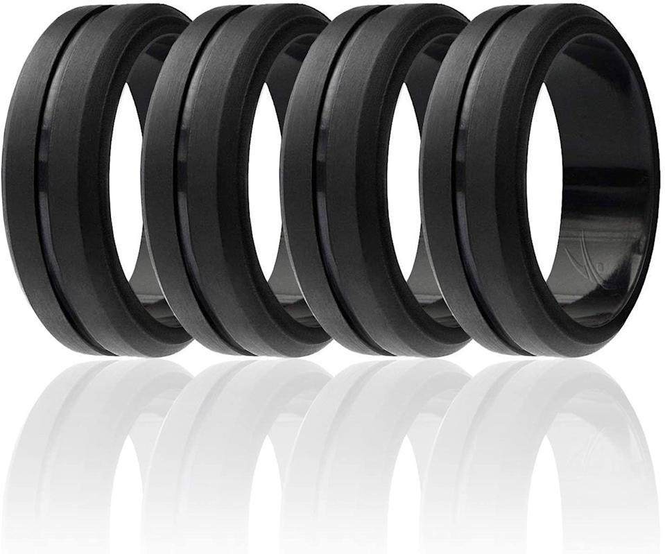 ROQ Silicone Wedding Ring for Men, Elegant. (Image via Amazon)