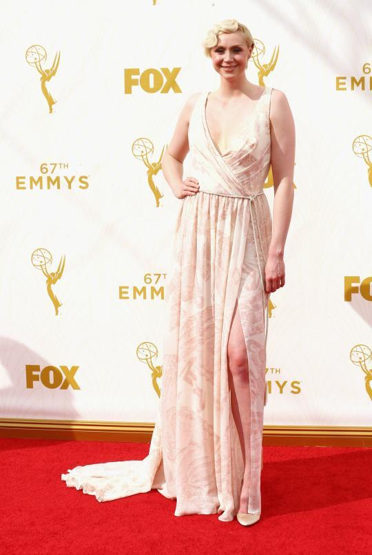 <p>Who said pale people can't wear light colors? Gwendoline Christie's really light dress surprisingly didn't drown her out despite the old adage that says it should.<br></p>