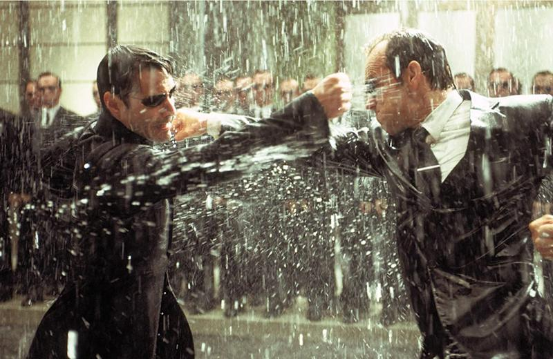 Keanu Reeves' Neo going toe to toe with Agent Smith in The Matrix (Image by Warner Bros)