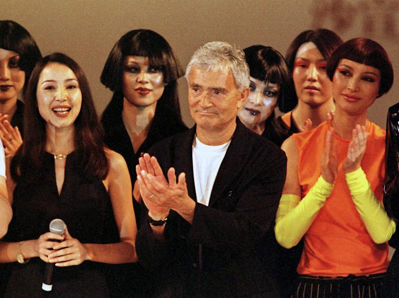 FILE - In this July 14, 1998 file photo, world renowned hairdresser Vidal Sassoon applauds models at the end of the Vidal Sassoon Hair Show in Beijing.  Sassoon, whose 1960s wash-and-wear cuts freed women from endless teasing and hairspray died Wednesday, May 9, 2012, at his home. He was 84.  (AP Photo/Greg Baker, file)