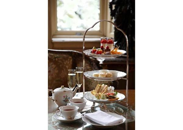 ▲The Afternoon Tea Set 4,000 yen (excluding tax) (*Photo shows a service for two. Non-guests are also welcome.)