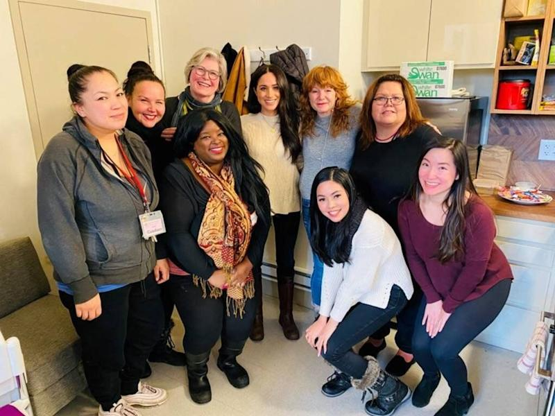 "After Harry and Meghan announced their plans to step down as senior royals, the duchess got right back to work. First stop, the Downtown Eastside Women&rsquo;s Centre in Vancouver to <a href=""https://www.huffingtonpost.ca/entry/meghan-markle-vancouver-photo_ca_5e1e806ec5b673621f6d5682"" target=""_blank"" rel=""noopener noreferrer"">""discuss issues affecting women in the community.""</a>"