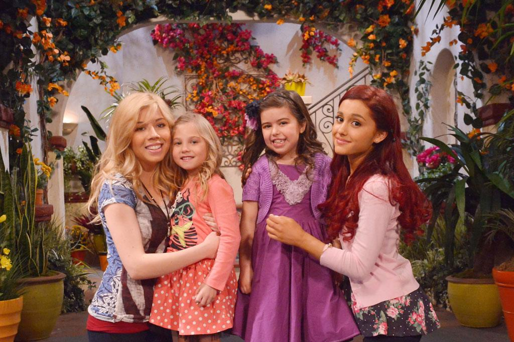 "Sam Puckett (Jennette McCurdy), Gwen (Sophia Grace Brownlee), Cat Valentine (Ariana Grande), and  Ruby (Rosie McClelland) in the ""Sam & Cat"" episode, ""#TheBritBrats."""