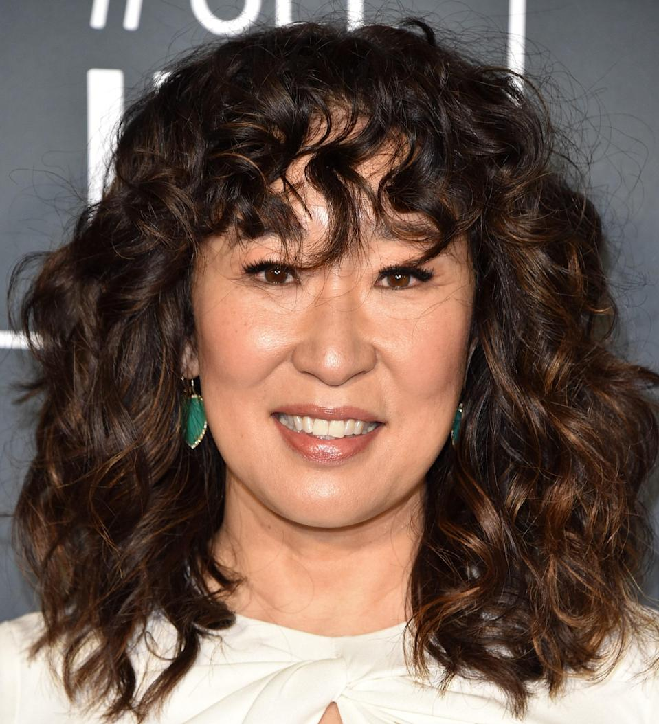 """The secret to nailing a curly shag like Sandra Oh's? Product, says <a href=""""https://www.instagram.com/alchemistamber/"""" rel=""""nofollow noopener"""" target=""""_blank"""" data-ylk=""""slk:Amber Maynard Bolt"""" class=""""link rapid-noclick-resp"""">Amber Maynard Bolt</a>, master stylist at L.A.'s Nine Zero One salon. """"Find something that will keep your hair soft but allows for a small amount of hold,"""" she says. """"I really love the combo of using <a href=""""https://www.incommonbeauty.com/collections/shop-all/products/magic-myst"""" rel=""""nofollow noopener"""" target=""""_blank"""" data-ylk=""""slk:In Common Magic Myst"""" class=""""link rapid-noclick-resp"""">In Common Magic Myst</a> to start the moisture process. Then I add a combo of <a href=""""https://shop-links.co/1705223441654873629"""" rel=""""nofollow noopener"""" target=""""_blank"""" data-ylk=""""slk:Ouidad Curl Quencher"""" class=""""link rapid-noclick-resp"""">Ouidad Curl Quencher</a> and <a href=""""https://shop-links.co/1705223490457814476"""" rel=""""nofollow noopener"""" target=""""_blank"""" data-ylk=""""slk:Featherlight Styling cream"""" class=""""link rapid-noclick-resp"""">Featherlight Styling cream</a>. Depending on how big or subdued you want your hair, you can choose to air-dry or diffuse. Once hair is dry, go back to the Magic Myst to reactivate and eliminate any frizz."""""""