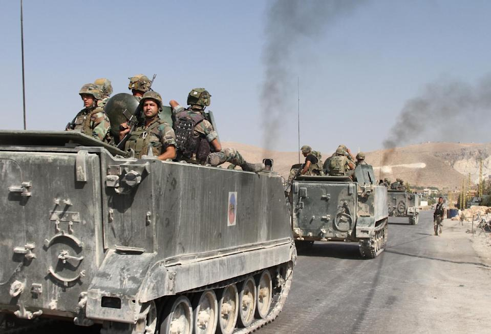 Lebanese troops deploy in the eastern town of Arsal near the Syrian border on August 28, 2014 (AFP Photo/-)
