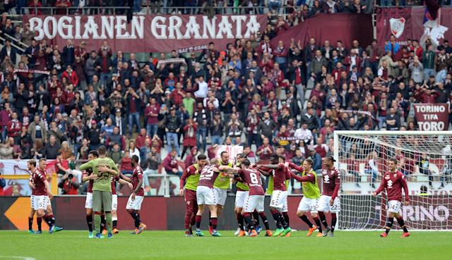 Soccer Football - Serie A - Torino vs Inter Milan - Stadio Olimpico Grande Torino, Turin, Italy - April 8, 2018 Torino players celebrate after the match REUTERS/Massimo Pinca