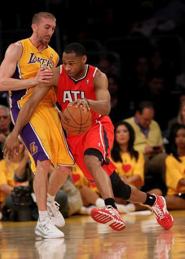 LOS ANGELES, CA - FEBRUARY 14: Willie Green #33 of the Atlanta Hawks drives against Steve Blake #5 of the Los Angeles Lakers at Staples Center on February 14, 2012 in Los Angeles, California. (Photo by Stephen Dunn/Getty Images)
