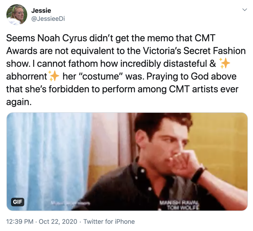 Twitter user compares Noah Cyrus' outfit to a Victoria's Secret Fashion Show look