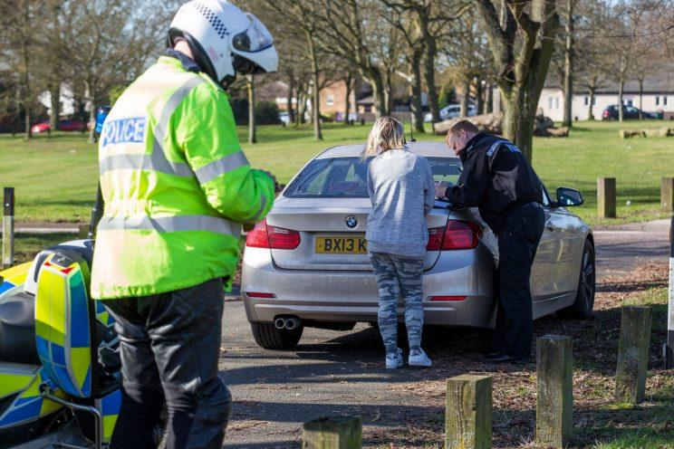 Police check motorists are wearing seat belts (SWNS)