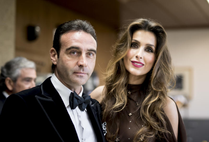 MADRID, SPAIN - DECEMBER 13: Enrique Ponce and Paloma Cuevas attend an official dinner with 'Mariano De Cavia', Luca De Tena' and 'Mingote' Award's Winners on December 13, 2016 in Madrid, Spain. (Photo by Samuel de Roman/WireImage)