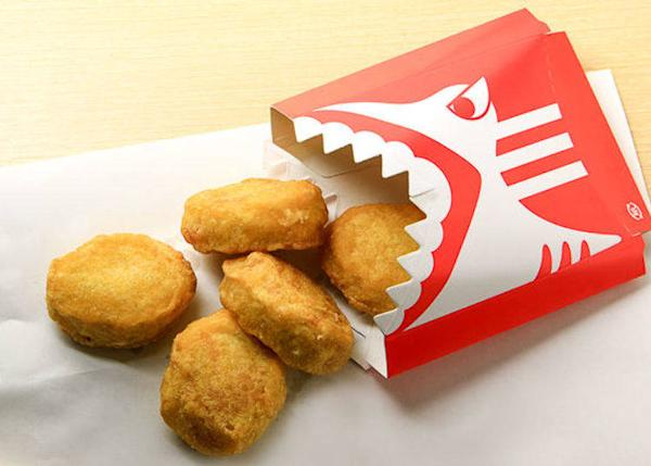 ▲ This popular snack is made from shark meat and called Shark Nuggets (380 yen including tax).