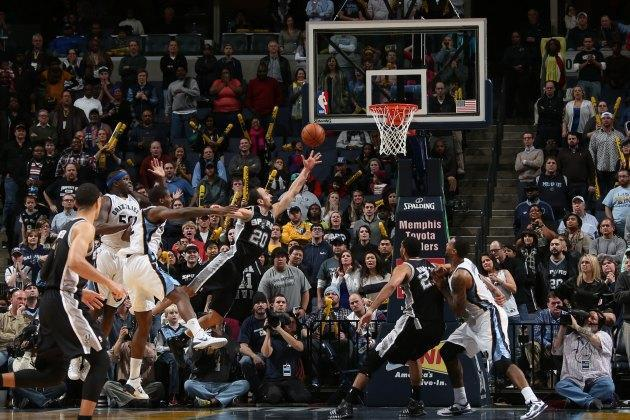 Manu Ginobili's game-winning OT lay-up fends off furious Grizzlies comeback (Video)