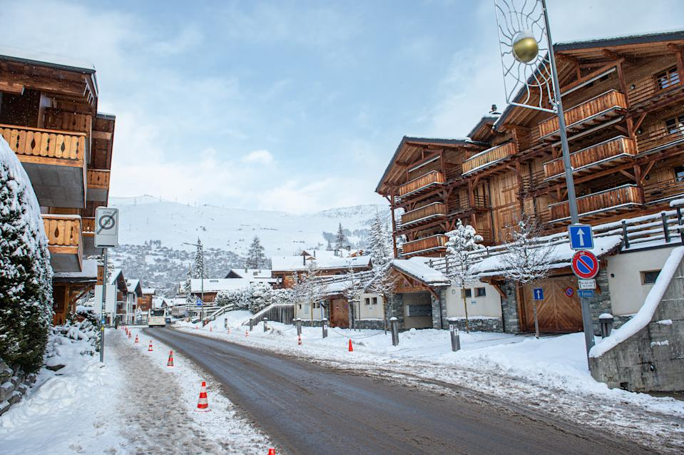 VERBIER, SWITZERLAND - DECEMBER 29: A view of the Verbier village on December 29, 2020 in Verbier, Switzerland. Most British tourists are said to have left the ski resorts after Covid-19 quarantine restrictions were introduced by the Swiss government on December 21 due to a new variant of the coronavirus found in the UK. (Photo by Robert Hradil/Getty Images)