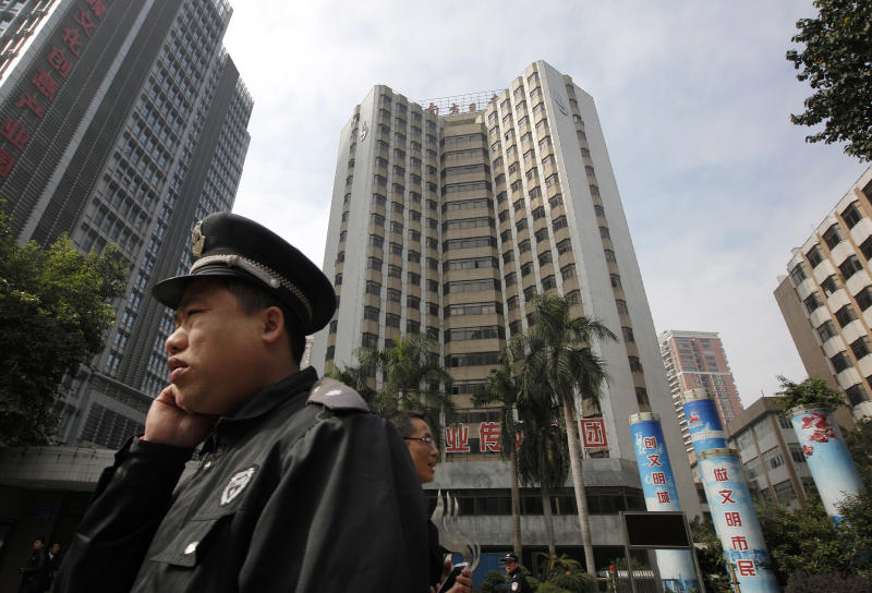 A police officer stands guard outside the headquarters of Southern Weekly newspaper in Guangzhou, Guangdong province, China Thursday, Jan. 10, 2013. The influential weekly newspaper whose staff rebelled to protest heavy-handed censorship by China's government officials published as normal Thursday after a compromise that called for relaxing some intrusive controls but left lingering ill-will among some reporters and editors. (AP Photo/ Vincent Yu)