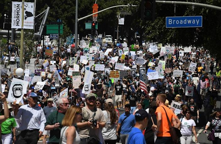 A large crowd of protesters take part in the March for Science in Los Angeles, California on April 22, 2017 (AFP Photo/Mark RALSTON)