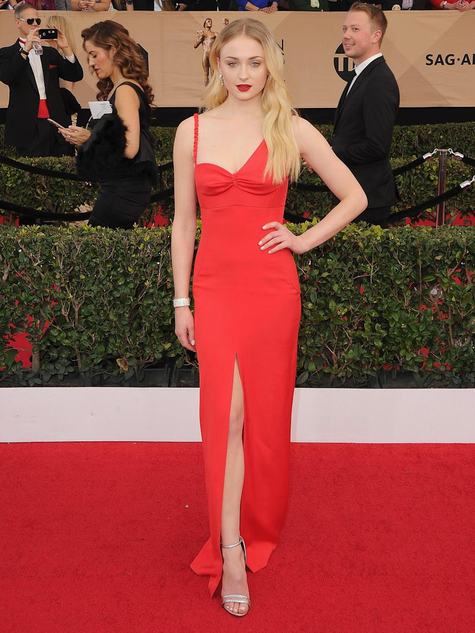 <p>Sophie completed this asymmetrical Louis Vuitton sheath with a simple red lip and Louis Vuitton High Jewelry at the 2017 SAG Awards.</p>