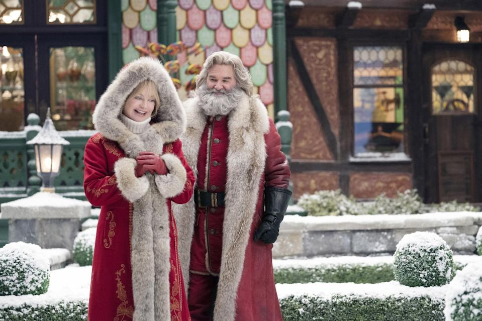 THE CHRISTMAS CHRONICLES 2, from left: Goldie Hawn as Mrs. Claus, Kurt Russell as Santa Claus, 2020. ph: Joe Lederer /  Netflix / Courtesy Everett Collection