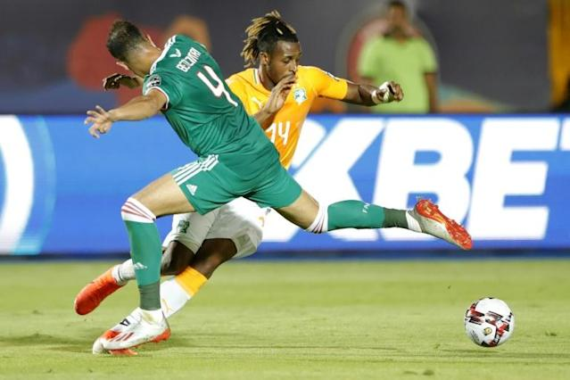 Ivory Coast forward Jonathan Kodjia (R) poised to equalise against Algeria in an Africa Cup of Nations quarter-final in Egypt (AFP Photo/FADEL SENNA)