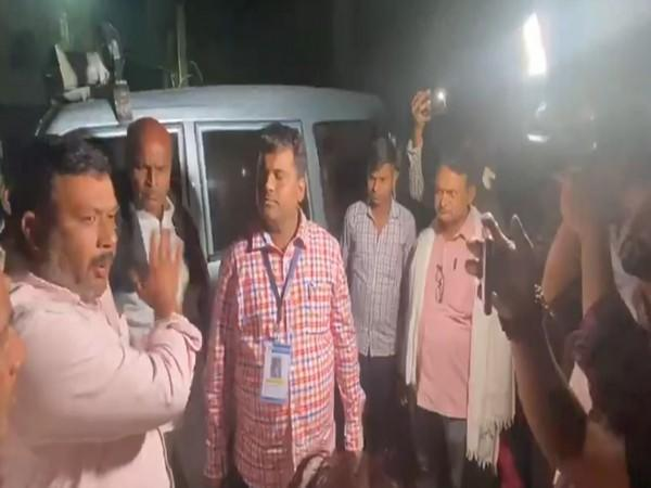 RJD workers caught hold of a vehicle purportedly with EVM and postal ballots, trying to enter a strong room in Arrah on Monday. [Photo: Snapshot from video tweeted by RJD]