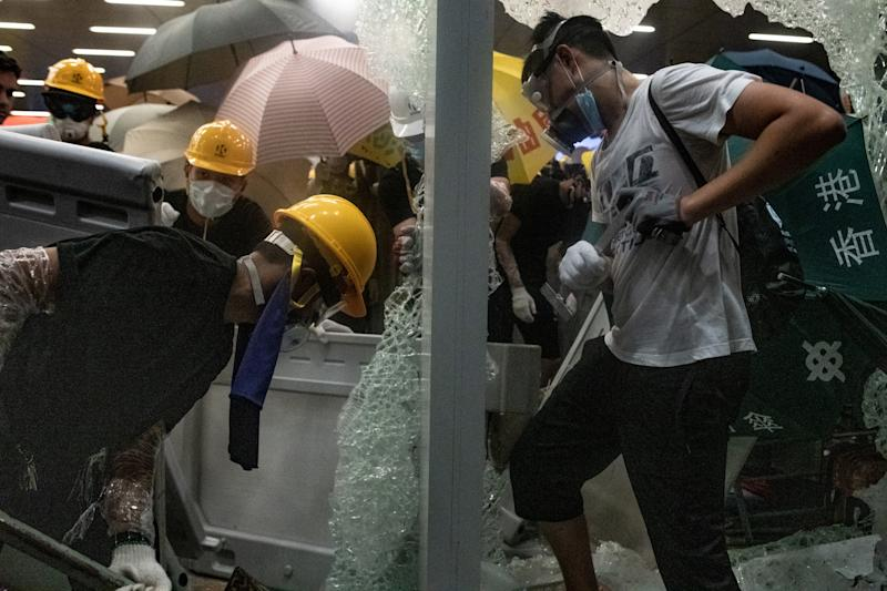Protesters smash glass doors and windows of the government headquarters in Hong Kong on July 1, 2019. (Photo: Philip Fong/AFP/Getty Images)