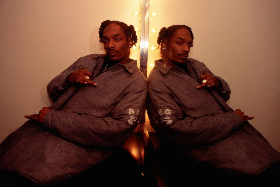 <p>Snoop Dogg backstage at the Apollo Theater in NYC in 1994.</p>