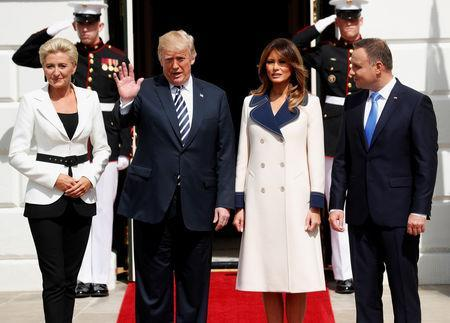 U.S. President Donald Trump and first lady Melania Trump welcome Poland's President Andrzej Duda and his wife, Agata Kornhauser-Duda, to the White House in Washington, U.S., September 18, 2018. REUTERS/Kevin Lamarque