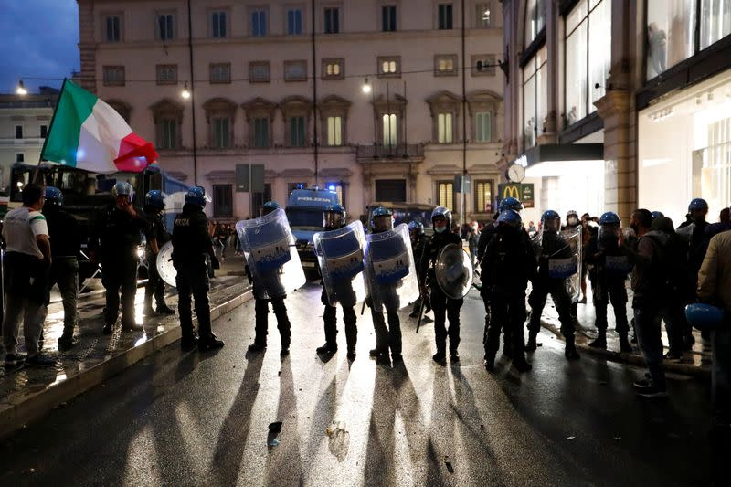 """Protest against """"Green Pass"""" in Rome"""