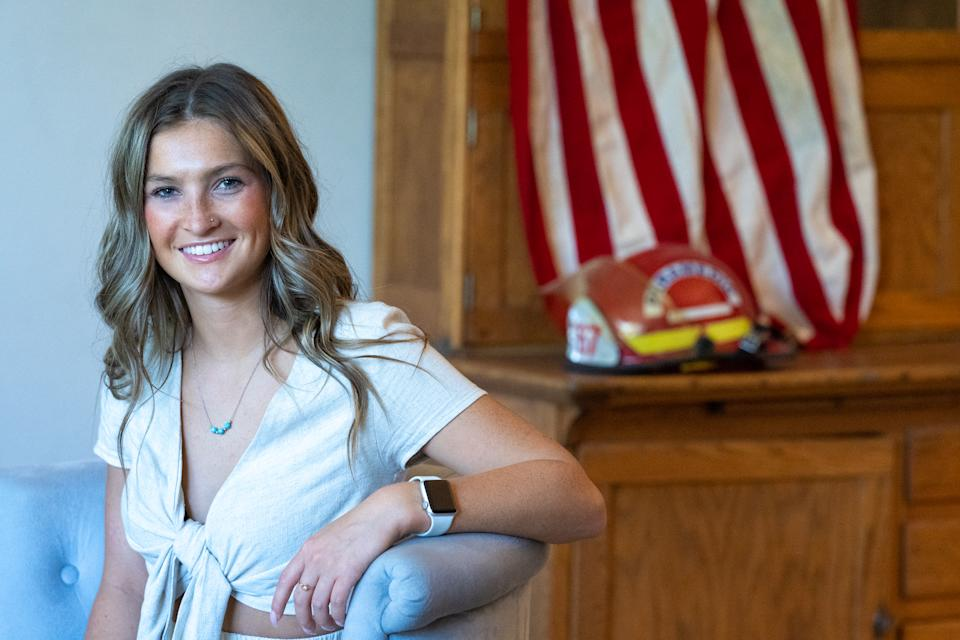 Jayna Hanes poses for a photo at her home in Vancouver, Wash. (Jan Sonnenmair for Yahoo News)