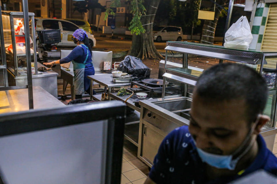 The MPs said the current operating hours for food and beverage outlets is inconvenient for those seeking to purchase meals after work. — Picture by Hari Anggara