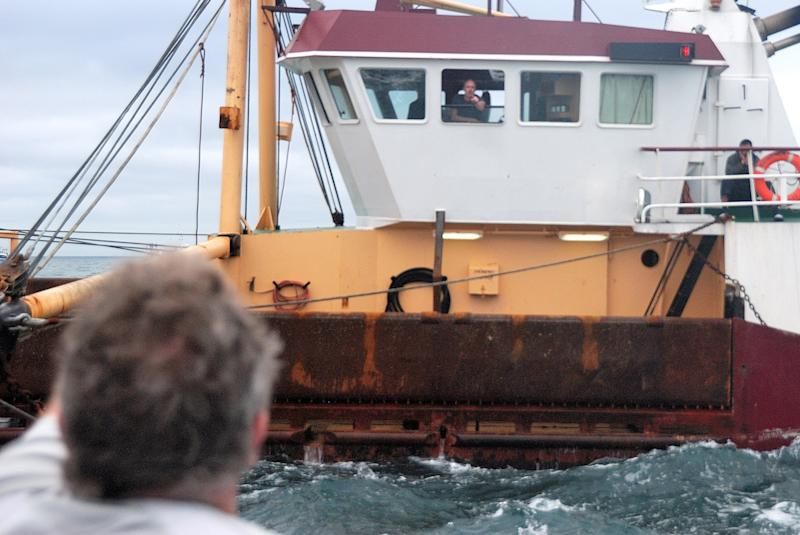 Scallop spat uk french fishermen in catch clash for Fishing channel on dish