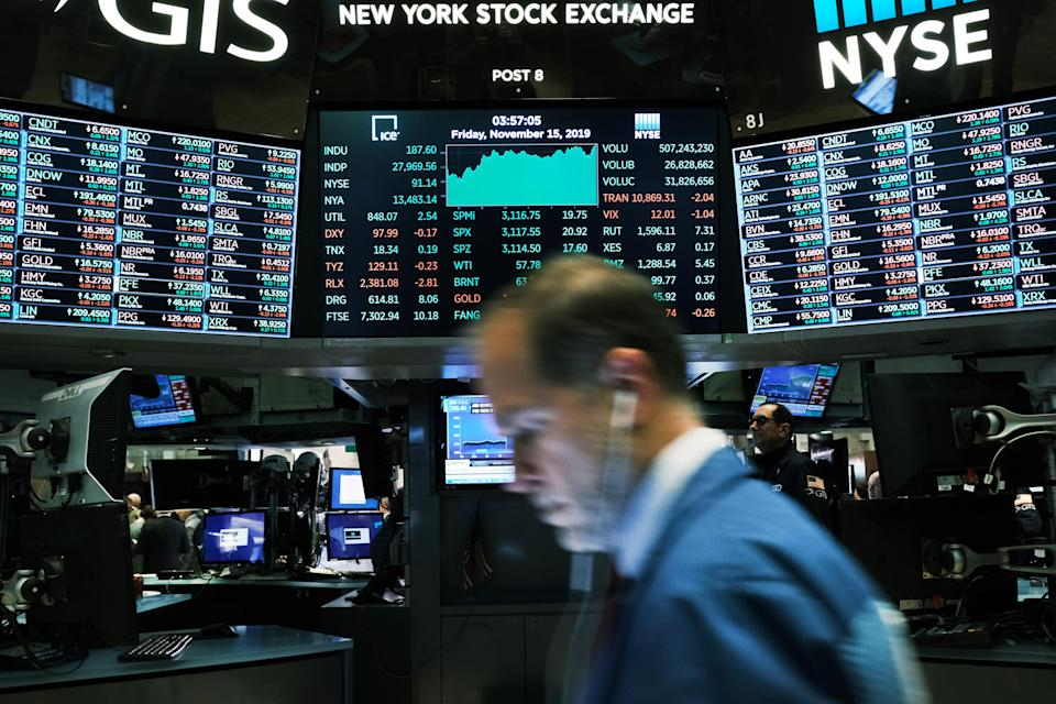 NEW YORK, NEW YORK - NOVEMBER 15: Traders work on the floor of the New York Stock Exchange (NYSE) on November 15, 2019 in New York City. As trade talks with China show some progress, the Dow Jones Industrial Average rose 222 points to close above 28, 000 for a new record. (Photo by Spencer Platt/Getty Images)