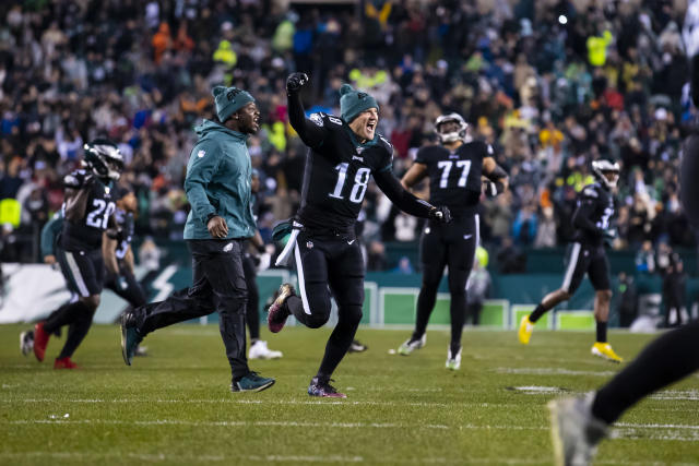 Backup quarterback Josh McCown was ready to play as a wide receiver for the Eagles on Monday night against the Giants. (Photo by Brett Carlsen/Getty Images)