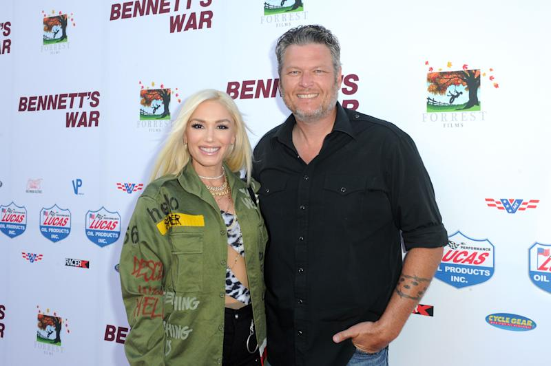 Gwen Stefani (left) and Blake Shelton (right) pose on the red carpet