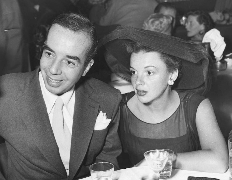 <p>Garland and Minnelli were photographed together at Ciro's in Hollywood. Garland wears a wide-brimmed hat, oversized stud earrings, and a black evening dress, looking utterly chic.<br></p>