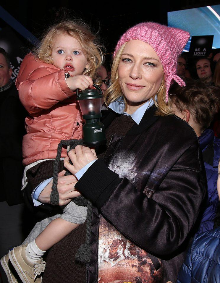 Blanchett holding daughter Edith. (Photo: Getty Images)