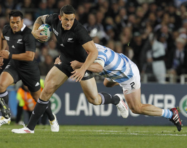 New Zealand All Blacks Sonny Bill Williams is tackled by Argentina's Mario Ledesma Arocena during their Rugby World Cup quarterfinal in Auckland, New Zealand, Sunday, Oct. 9, 2011. (AP Photo/Christophe Ena)