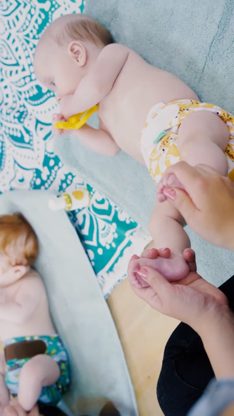 A great baby massage technique for a calm baby. (Sensory Land)