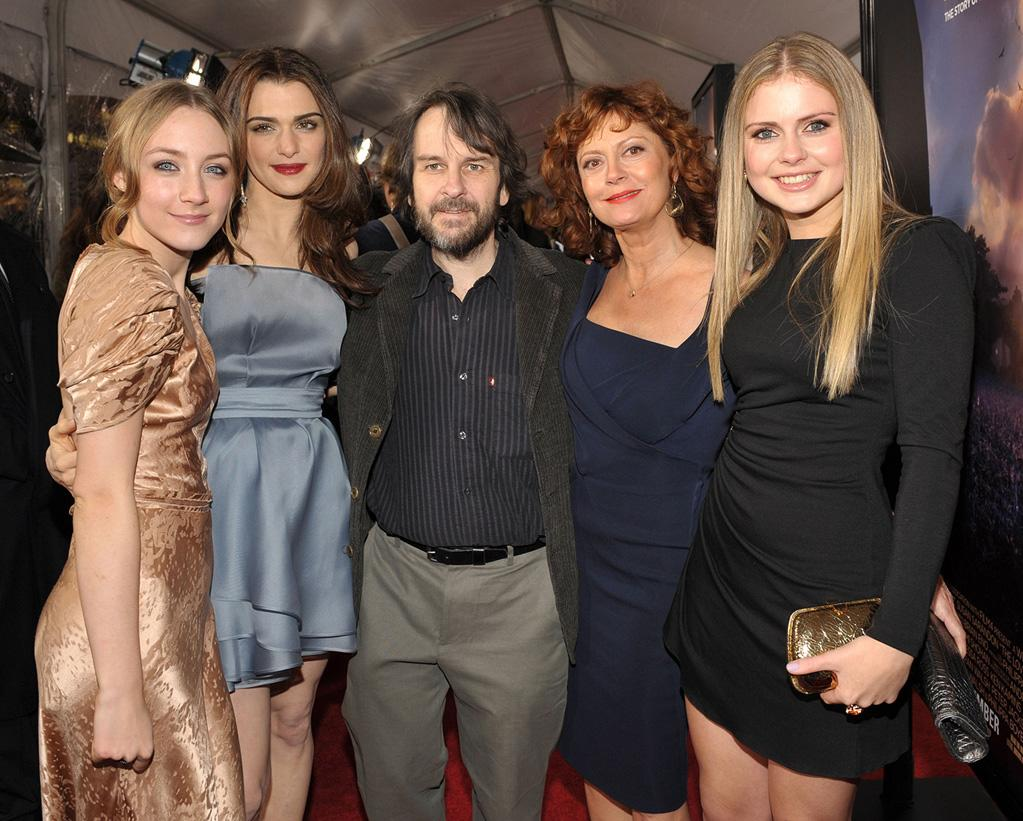 """<a href=""""http://movies.yahoo.com/movie/contributor/1809679700"""">Saoirse Ronan</a>, <a href=""""http://movies.yahoo.com/movie/contributor/1800019614"""">Rachel Weisz</a>, <a href=""""http://movies.yahoo.com/movie/contributor/1800031300"""">Peter Jackson</a>, <a href=""""http://movies.yahoo.com/movie/contributor/1800019379"""">Susan Sarandon</a> and <a href=""""http://movies.yahoo.com/movie/contributor/1804501524"""">Rose McIver</a> at the Los Angeles premiere of <a href=""""http://movies.yahoo.com/movie/1809795078/info"""">The Lovely Bones</a> - 12/07/2009"""