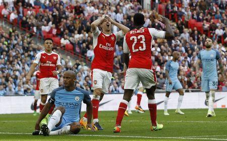Britain Football Soccer - Arsenal v Manchester City - FA Cup Semi Final - Wembley Stadium - 23/4/17 Arsenal's Danny Welbeck and Nacho Monreal react after a missed chance Reuters / Darren Staples Livepic